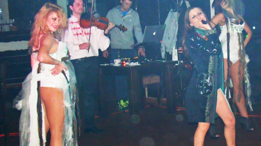 betty-stroe-noiz-band-flame-lights-show